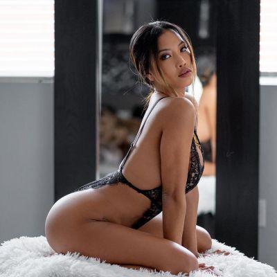 Ли азиаточка — проститутка для семейных пар, рост:  172, вес:  52